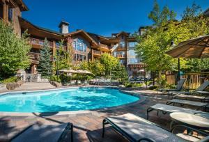 First Tracks Lodge - Hotel - Whistler Blackcomb
