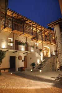 Ostello del Castello Tirano - AbcAlberghi.com