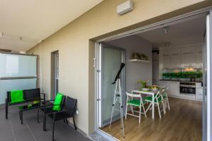 EOS Apartment