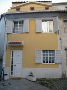 Yellow House - Holiday's House Oporto