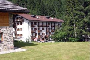 Casa Alpina Sant'Apollinare - AbcAlberghi.com