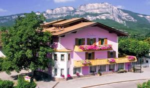 Hotel Kuhn - Terlano