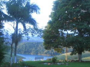 Pousada Canto do Lago, Гостевые дома  Пиракая - big - 23