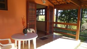 Pousada Canto do Lago, Гостевые дома  Пиракая - big - 76