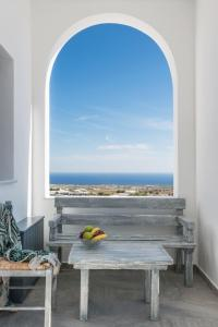 Aspronisi Luxury Villa with Caldera View, Villen  Megalochori - big - 16