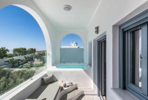 Aspronisi Luxury Villa with Caldera View, Villen  Megalochori - big - 14