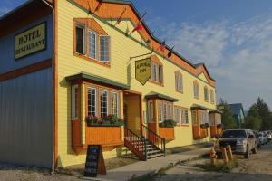 . Aurora Inn
