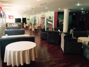 Riverside Hotel, Hotels  Atyraū - big - 25