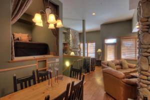 Treetops Ski Luxury Townhouse - Hotel - Big White