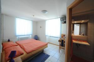 Chez Gilles, Hotel  La Chaux-de-Fonds - big - 4