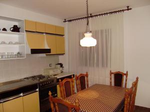 Apartment Ela, Apartmány  Povljana - big - 36