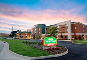 Courtyard by Marriott Troy - Luverne