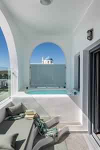 Aspronisi Luxury Villa with Caldera View, Villen  Megalochori - big - 19