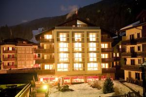 Family Hotel and Spa Desiree, Hotels  Grächen - big - 65