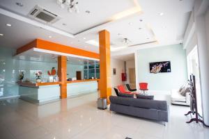 The Original Orange Hotel, Отели  Накхонситхаммарат - big - 1