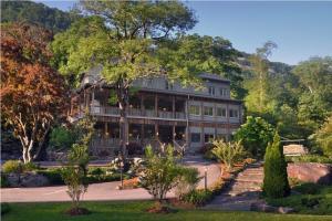 The Esmeralda Inn and Restaurant - Accommodation - Chimney Rock