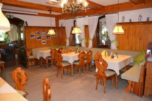 Landgasthof Sommer Pension, Guest houses  Purkersdorf - big - 24