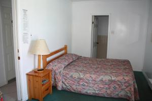 Kingsbridge Inn / Bon-Air Motel.  Photo 7