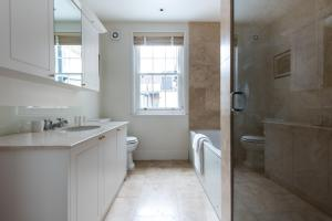 onefinestay - South Kensington private homes III, Апартаменты  Лондон - big - 36