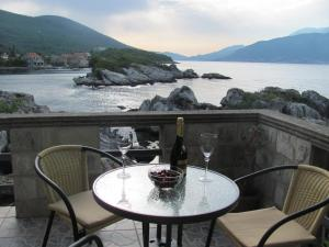 Holiday Home Brinic, Holiday homes  Tivat - big - 3