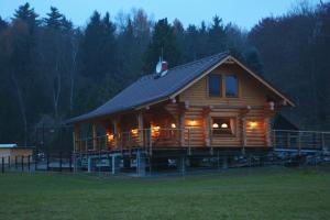 Holiday Home MB Ranch, Ferienhäuser - Bílá Hora