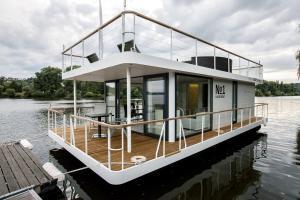 VIPliving Houseboat - Praga