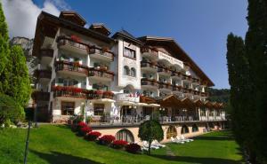 Charme Hotel Nevada - Molveno / Pradel