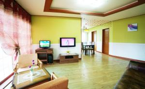 Jeju Dioville Pension, Дома для отпуска  Согвипхо - big - 40
