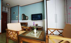Jeju Dioville Pension, Дома для отпуска  Согвипхо - big - 44