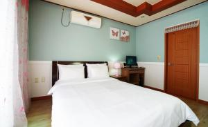 Jeju Dioville Pension, Дома для отпуска  Согвипхо - big - 58