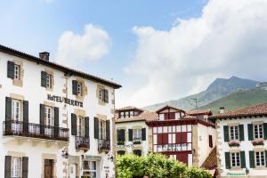 Location gîte, chambres d'hotes Arraya - Les Collectionneurs dans le département Pyrénées Atlantiques 64