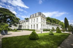 Location gîte, chambres d'hotes Chateau De Rochecotte dans le département Indre et Loire 37