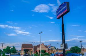 Howard Johnson by Wyndham Oklahoma City, Motely  Oklahoma City - big - 11