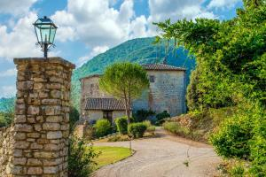Castello Valenzino - AbcAlberghi.com