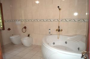 Bed & Breakfast La Giara, Отели типа «постель и завтрак»  Марко-Симоне - big - 44
