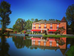 Location gîte, chambres d'hotes Hôtel du Bois Blanc Relais et Châteaux dans le département Ain 1