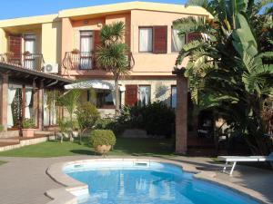 Four-Bedroom Villa with Annex