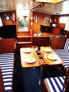 Private Ship Rotterdam Center - كابيلا أن دين آيسل