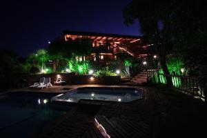 . Acra-Retreat Mountain View Lodge