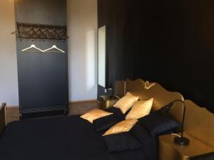 Black Boutique Apartment