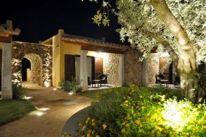 Doppel- oder Zweibettzimmer mit Garten- und Poolblick