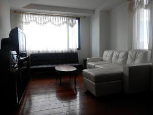 Maycris Apartment El Bosque, Apartmanok  Quito - big - 54