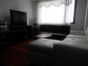 Maycris Apartment El Bosque, Apartmanok  Quito - big - 63
