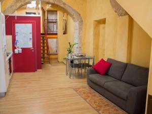Appartamento Rosso Buoni e Cattivi
