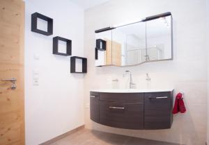 Alp Chalet Appartement, Ferienwohnungen  Kappl - big - 29