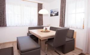 Alp Chalet Appartement, Ferienwohnungen  Kappl - big - 31