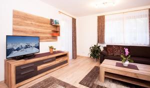 Alp Chalet Appartement, Ferienwohnungen  Kappl - big - 41