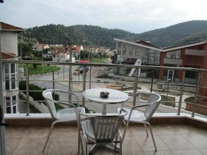 Hostales Baratos - Kyknos De Luxe Suites & Rooms