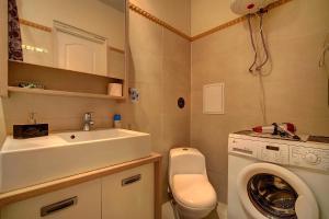 Apartment at Prospekt Bolshevikov, Ferienwohnungen  Sankt Petersburg - big - 26