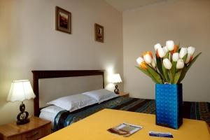 Отель Bed & Breakfast Bishkek, Бишкек